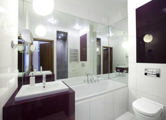 Aranżacja łazienki. Meble łazienkowe w modnym fiolecie