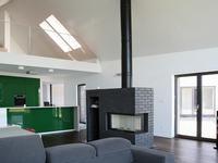 Dom jednorodzinny w Stróży. Projekt domu otwartego na naturę