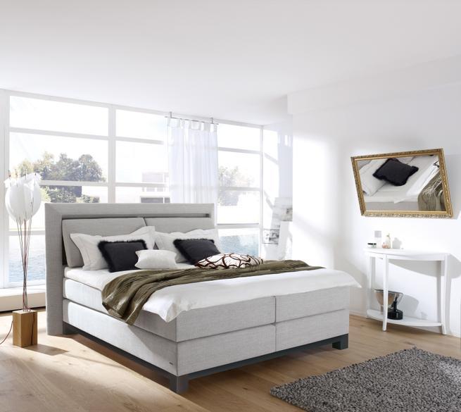 Sypialnia – harmonijnym tłem dla komfortowego łóżka