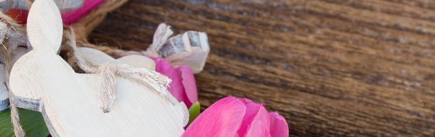 Jak zrobić ozdoby wielkanocne z kilku desek i farby do drewna?